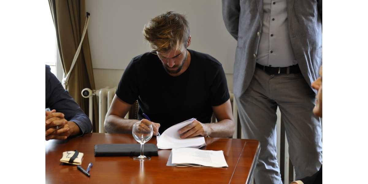 Marktplein Hamme: Signed